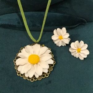 Daisy Pendant Necklace Earrings Set Handcrafted